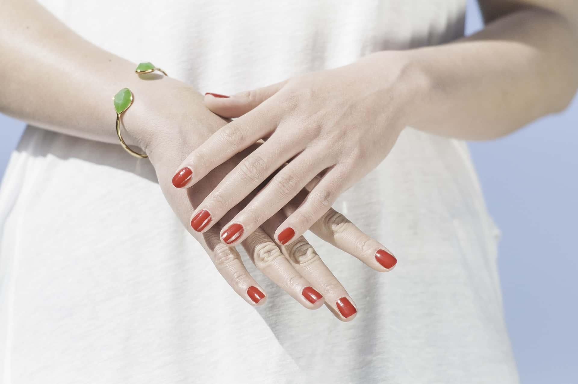 Brüchige Nägel: Ursachen und Tipps für die Behandlung